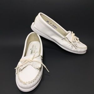 Minnetonka White Leather Moccasins Flats SZ 9